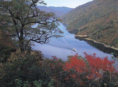 第3回【尾瀬部門銀賞】紅葉の奥只見湖