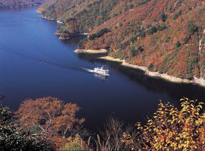第3回【カレンダー賞】紅葉の奥只見湖